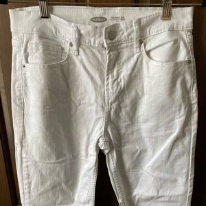 Old Navy Straight Leg Ankle Cut Power Jean